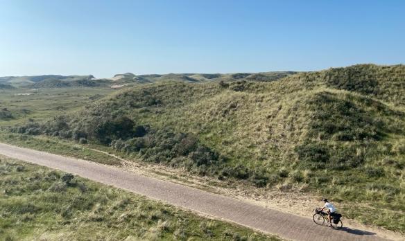 foto Castricum Noord-Holland fietser door duinen
