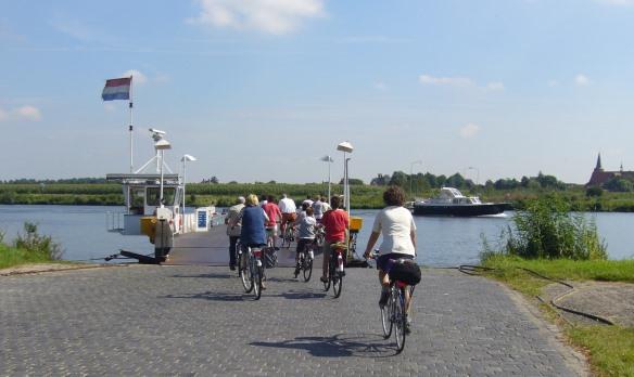 foto veerpont over Maas Limburg - foto Hans van de Bilt